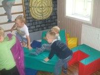 Drengene leger i puderummet